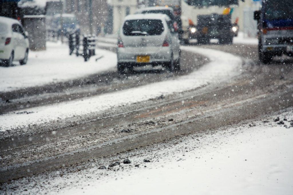 【雪の降る関越道の運転ノウハウ】雪道を運転する際のNG行為